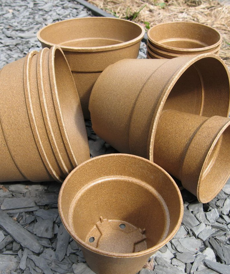 Biodegradable plant pots made from straw, rice husks and bamboo.