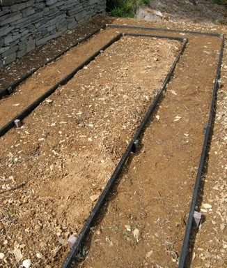 Setting out my recycled paths was a piece of cake. The plastic edging boards soon looked at home next to my drystone walls made of recycled (and real!) Welsh slate.