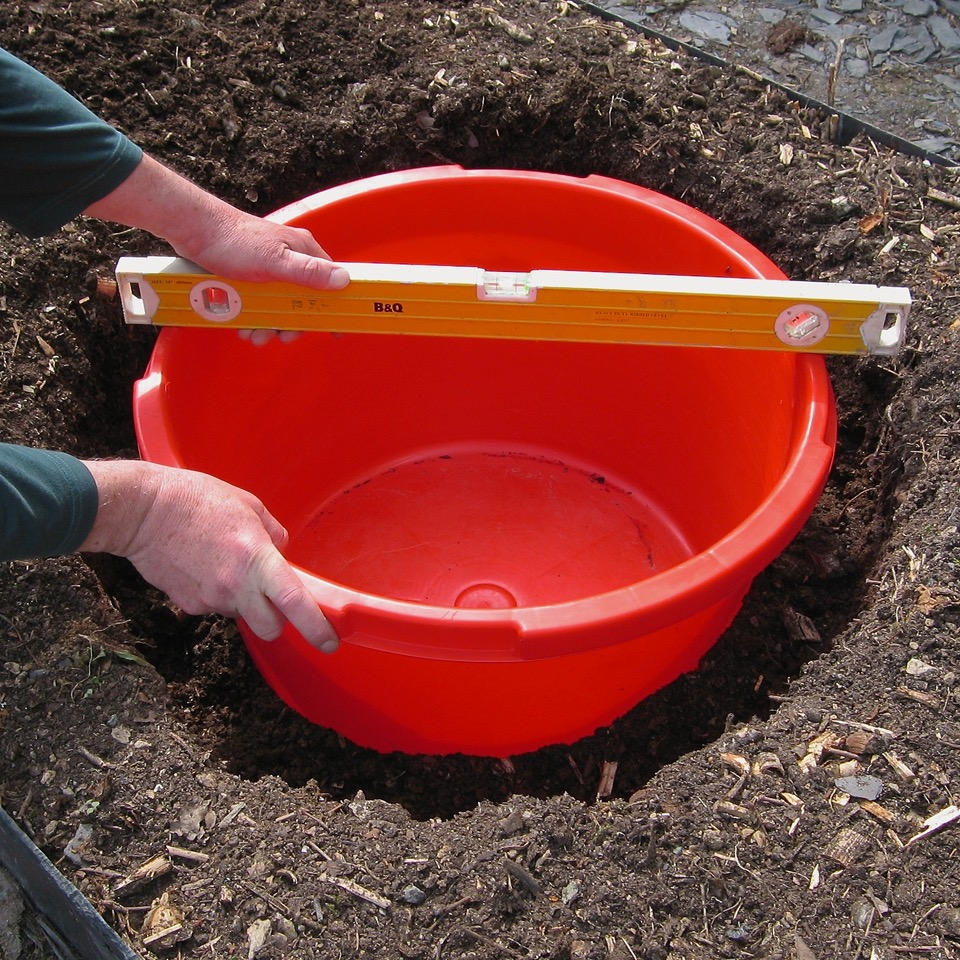 how-to-make-your-own--garden-allotment-pond-for-wildlife